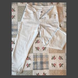 Levi's White Denim Capris Size 6 (28)